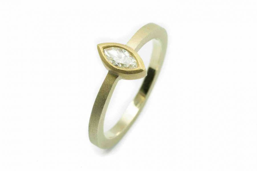 Ring mit Navette Diamanten